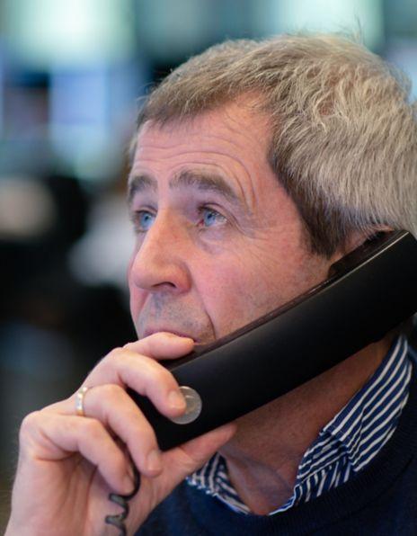 Mann på telefonen