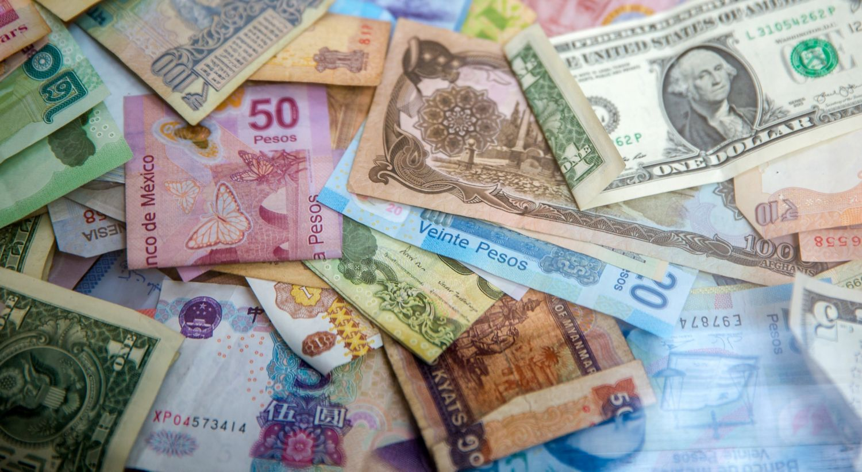 Masse sedler i ulik valuta