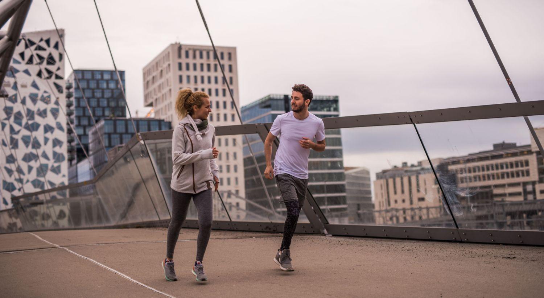 Par som løper sammen
