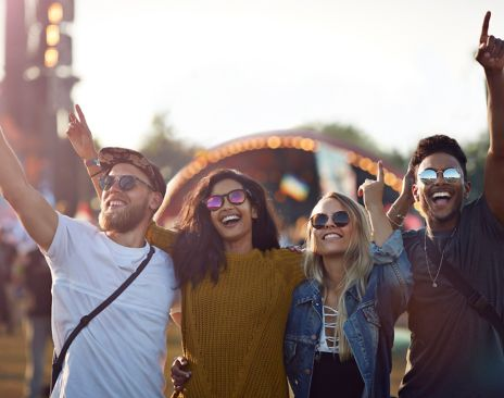 Unge mennesker på festival